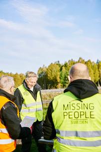 Sweden, Uppland, Rison, Volunteers helping emergency services find missing peopleの写真素材 [FYI02204812]