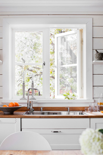 Sweden, Sink by white window in domestic kitchenの写真素材 [FYI02204833]