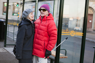 Sweden, Stockholm, Sodermalm, Senior couple waiting at bus stopの写真素材 [FYI02204878]