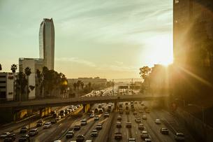 USA, California, Los Angeles, City street at sunsetの写真素材 [FYI02204889]