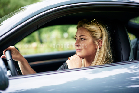 Sweden, Uppland, Woman travelling by car in countrysideの写真素材 [FYI02205063]