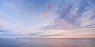 Sweden, Skane, Malmo, Oresund, seascape at dawnの写真素材 [FYI02205089]