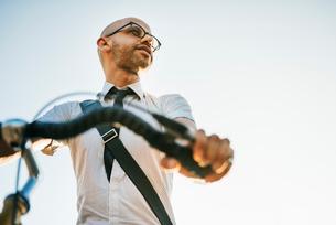 Germany, Berlin, Man on bicycleの写真素材 [FYI02205153]