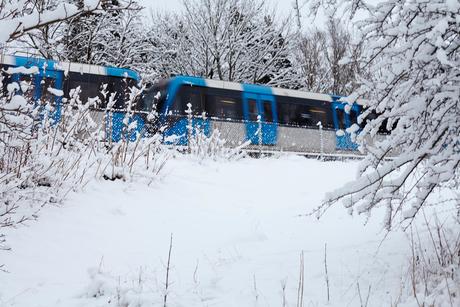 Sweden, Sodermanland, Stockholm, Johanneshov, Train in winterの写真素材 [FYI02205160]