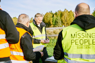Sweden, Uppland, Rison, Volunteers helping emergency services find missing peopleの写真素材 [FYI02205175]