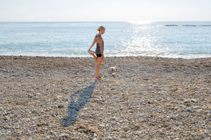 Spain, Altea, Woman exercising at beach by Mediterranean Seaの写真素材 [FYI02205245]