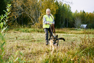 Sweden, Uppland, Rison, Portrait of volunteer with dog helping emergency services find missing peoplの写真素材 [FYI02205287]