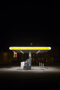 Sweden, Skane, Malmo, Ostra Hamnen, Gas station at nightの写真素材 [FYI02205322]