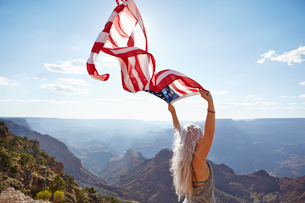 USA, Arizona, Grand Canyon, Young woman holding US flagの写真素材 [FYI02205573]