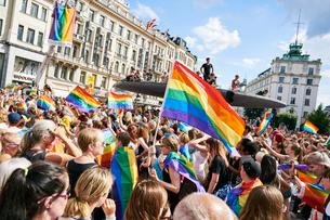 Sweden, Uppland, Stockholm, Ostermalm, Stureplan, Crowd at gay pride paradeの写真素材 [FYI02205590]