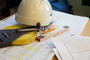 Sweden, Helmet, instruments of measurements on papersの写真素材 [FYI02205632]