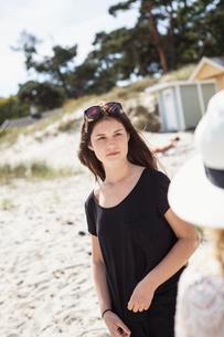 Sweden, Skane, Ahus, Teenage girl (16-17) on beachの写真素材 [FYI02205780]