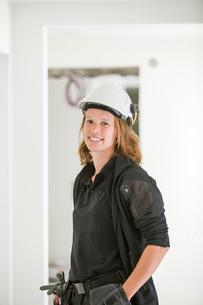 Sweden, Woman in protective helmetの写真素材 [FYI02205850]