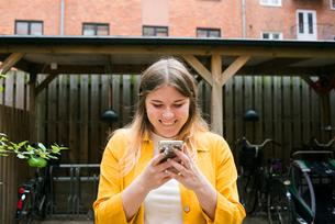 Sweden, Woman looking at smart phoneの写真素材 [FYI02206251]