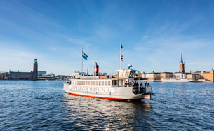 Sweden, Stockholm, Ferry boat, city skyline in backgroundの写真素材 [FYI02206337]
