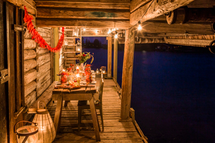 Sweden, Patio with fresh crayfish on wooden tableの写真素材 [FYI02206425]
