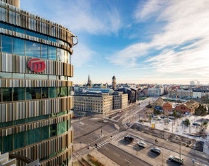 Sweden, Skane, Malmo, Office building and city viewの写真素材 [FYI02206538]