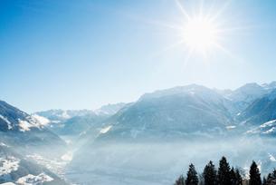 Austria, Vorarlberg, Snowy mountain landscape on sunny dayの写真素材 [FYI02206620]