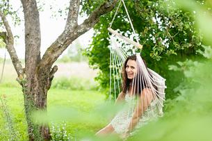 Sweden, Varmland, Filipstad, Gasborn, Horrsjon, Portrait of woman in hammockの写真素材 [FYI02206649]
