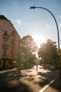 Germany, Berlin, City street with tree shadowの写真素材 [FYI02206711]