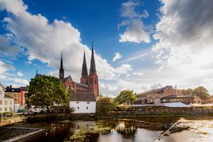 Sweden, Uppland, Uppsala, Fyris, Church by pondの写真素材 [FYI02206716]