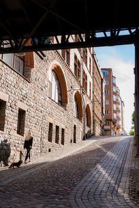 Sweden, Stockholm, Sverige, Sodermalm, City street in shadowの写真素材 [FYI02206752]