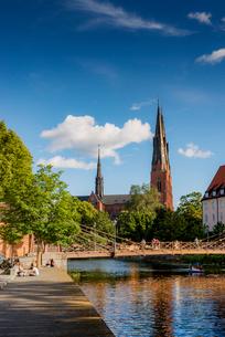 Sweden, Uppland, Uppsala, Cathedral by Fyris riverの写真素材 [FYI02206768]