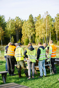 Sweden, Uppland, Rison, Volunteers helping emergency services find missing peopleの写真素材 [FYI02206811]