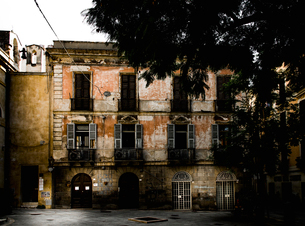 Italy, Sardinia, Cagliari, Old residential building with shutter windowsの写真素材 [FYI02206851]