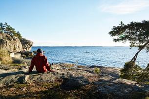 Sweden, Stockholm Archipelago, Varmdo, Bjorno, Man looking at viewの写真素材 [FYI02206903]