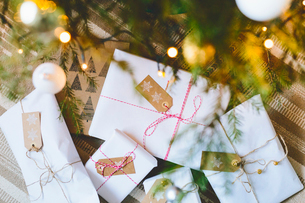 Finland, Wrapped christmas gifts under treeの写真素材 [FYI02207031]