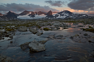 Sweden, Lapland, Naite, Landscape of Sarek national park with Partemassivet in backgroundの写真素材 [FYI02207047]