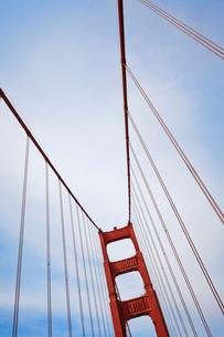 USA, California, San Francisco, Golden Gate Bridge and clouds aboveの写真素材 [FYI02207051]