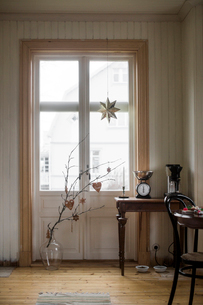 Sweden, Domestic room with branch in vaseの写真素材 [FYI02207090]