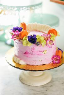 Sweden, Vasterbotten, Umea, Pink cake on cake standの写真素材 [FYI02207113]