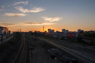 Germany, Berlin, Railroad track in sunset lightの写真素材 [FYI02207363]