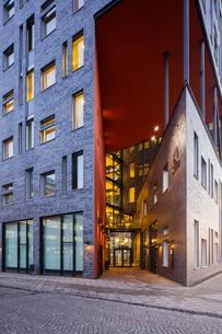 Sweden, Skane, Malmo, Illuminated facade of modern buildingの写真素材 [FYI02207400]