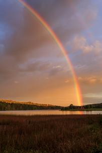 Rainbow over a river in Flugenas, Swedenの写真素材 [FYI02207410]