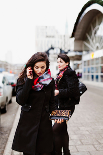 Sweden, Stockholm, Two women in front of railroad stationの写真素材 [FYI02207560]