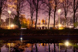 Sweden, Skane, Malmo, Moriska Paviljongen or Morrish Pavilion in Folkets park at nightの写真素材 [FYI02207700]