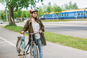 Woman with a bicycleの写真素材 [FYI02207708]