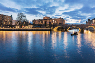 A view across the water of Stockholm Palaceの写真素材 [FYI02207720]