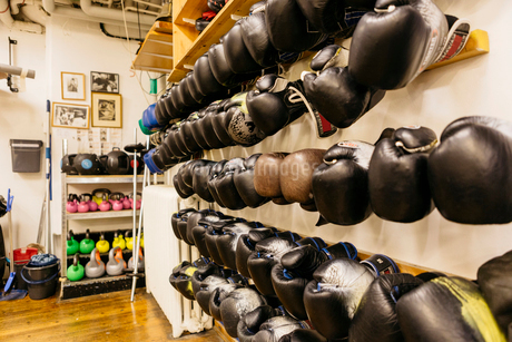 Wall of boxing glovesの写真素材 [FYI02207803]