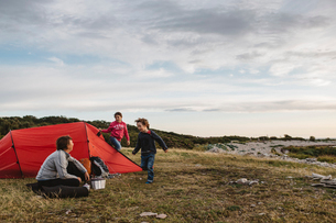 A family campingの写真素材 [FYI02207814]