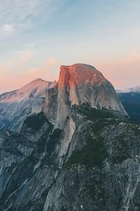 USA, California, Yosemite National Park, Half Dome at sunsetの写真素材 [FYI02207822]