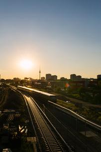 Germany, Berlin, Railroad track in sunset lightの写真素材 [FYI02207848]