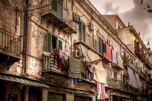 Italy, Sicily, Palermo, Clothes hanging on balconiesの写真素材 [FYI02207882]