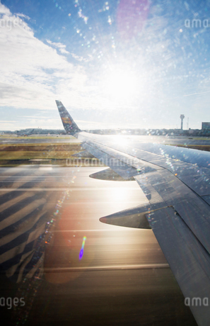The wing of an airplaneの写真素材 [FYI02207918]