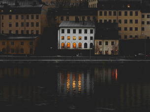 Buildings at waterfront in Stockholm, Swedenの写真素材 [FYI02207942]