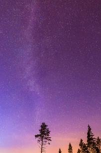 Starry night sky in Mottorp, Swedenの写真素材 [FYI02207998]
